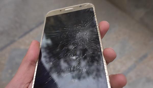 Màn hình điện thoại Samsung bị bể vỡ